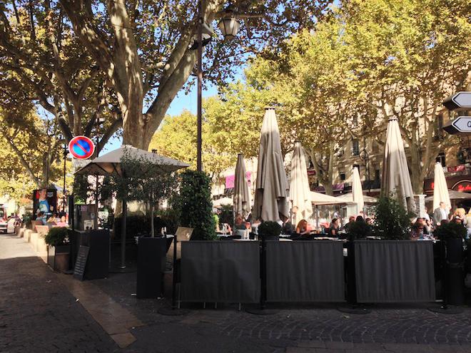 Place-de-l-horloge-Avignon