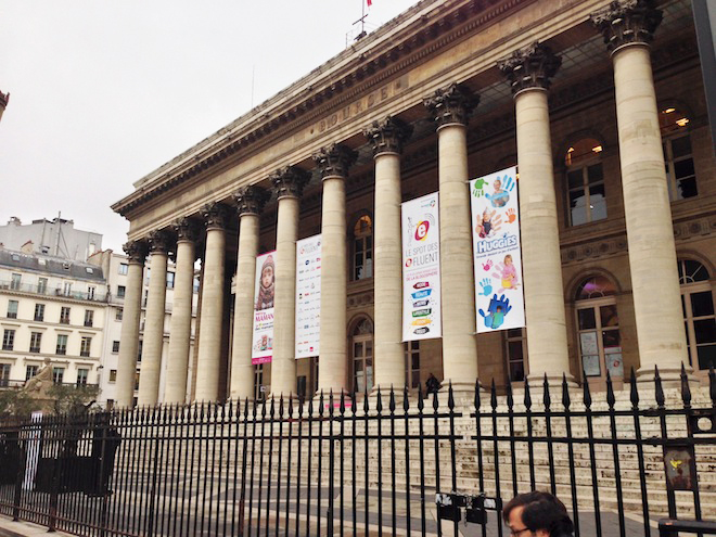 Palais-Brongniart-efluent-mums