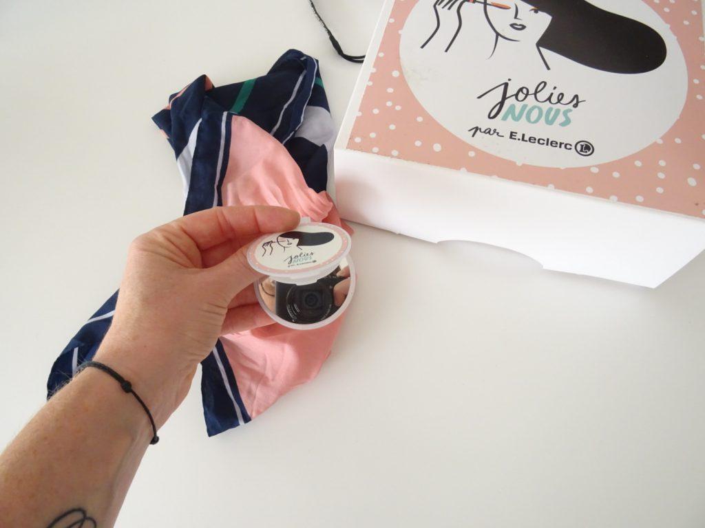 Comment se coiffer à l'aide d'un foulard - Jolies Nous