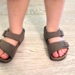 Dans-ma-valise-cet-ete-sandales-garcno-birkenstock